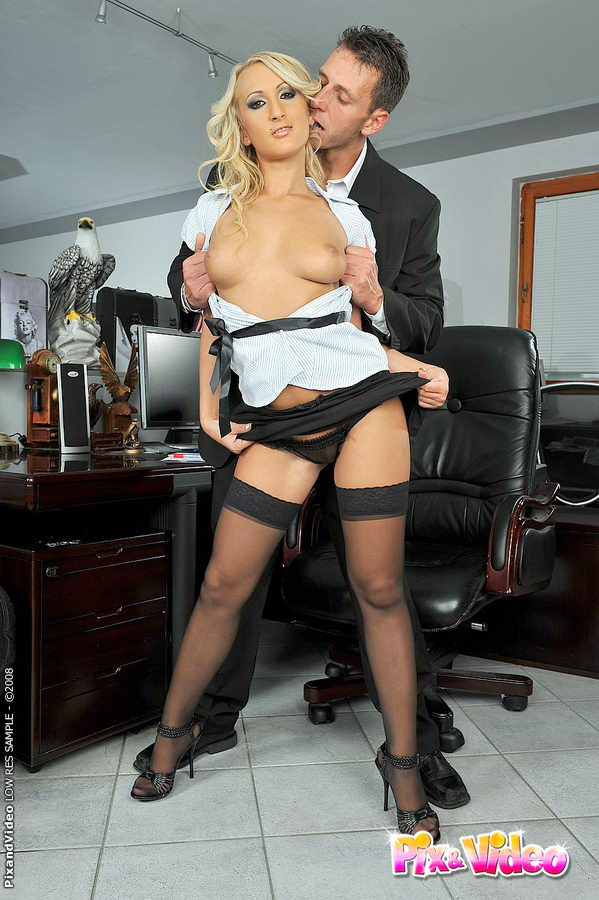 Порно фото секртеташа и босс
