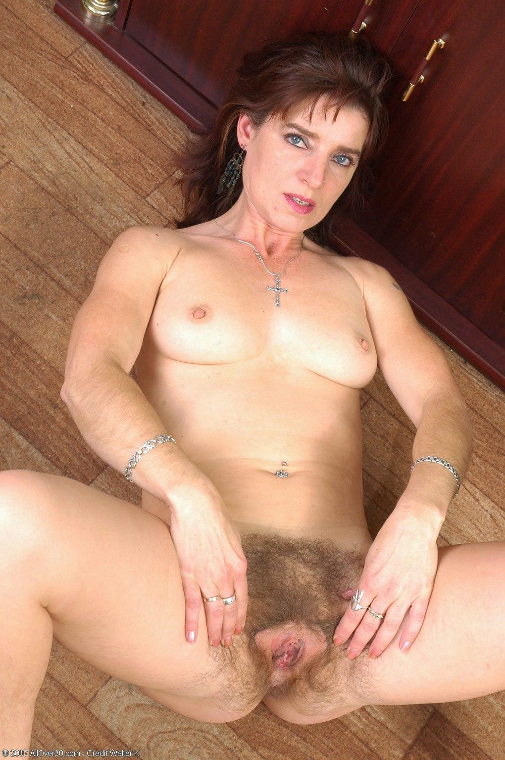 Фото зрелых голых волосатых баб 15 фотография