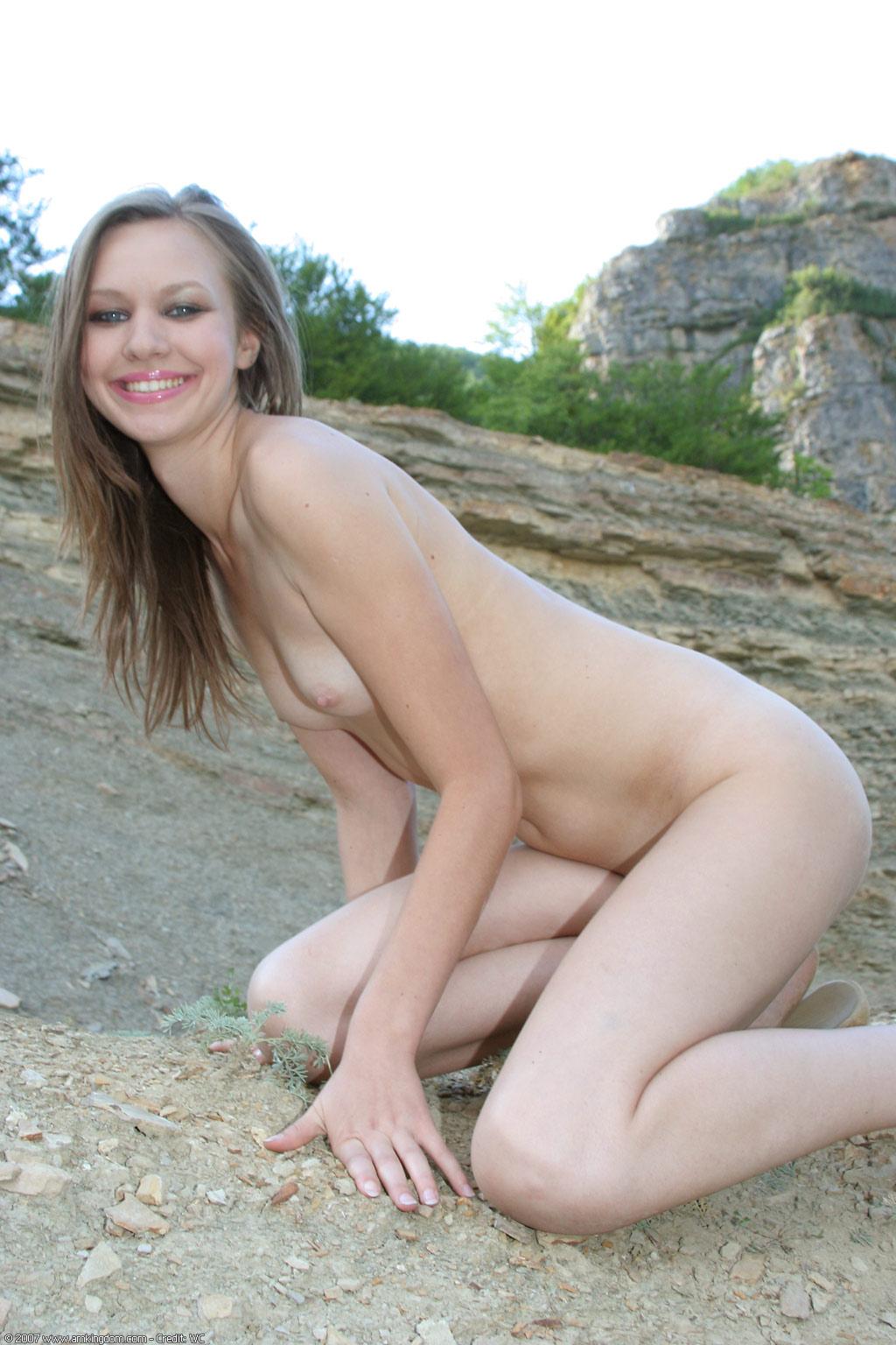 Русская девушка позирует для голой дома 1 фотография