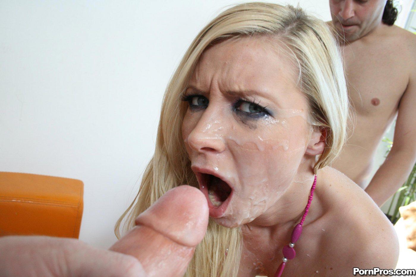 Фото блондинку залили спермой 10 фотография