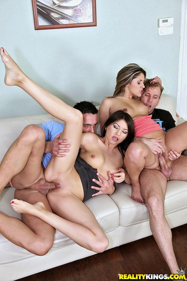 друзья поменялись порно