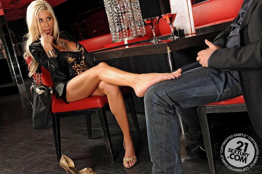 blondinka-fut-fetish