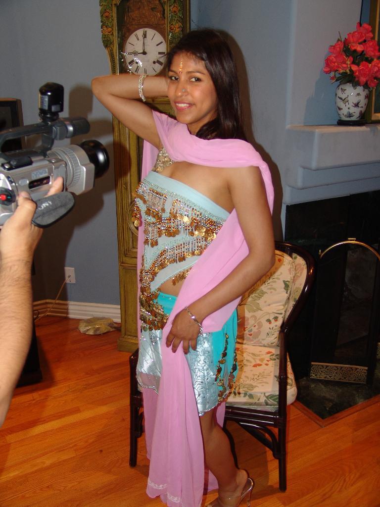 image Girls of the taj mahal 2 s1