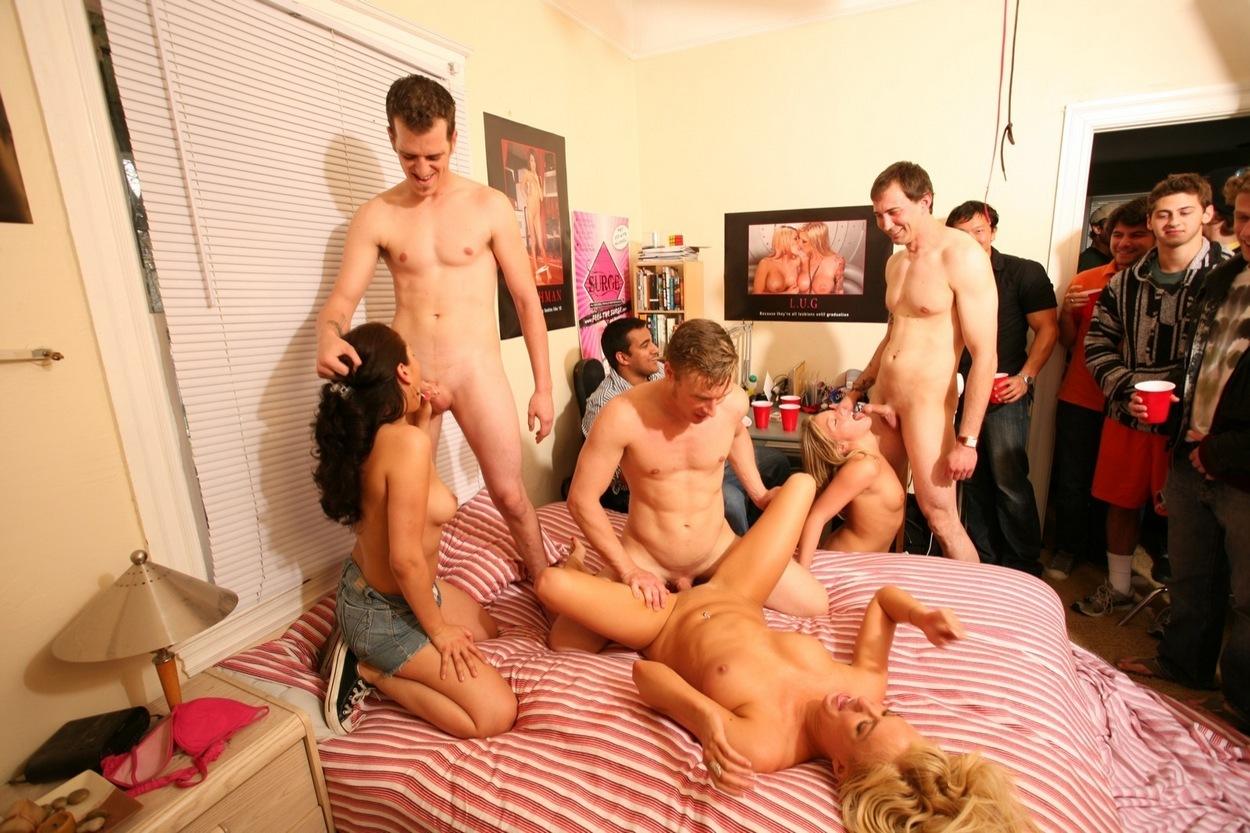 Порно фильм студенческой общаге