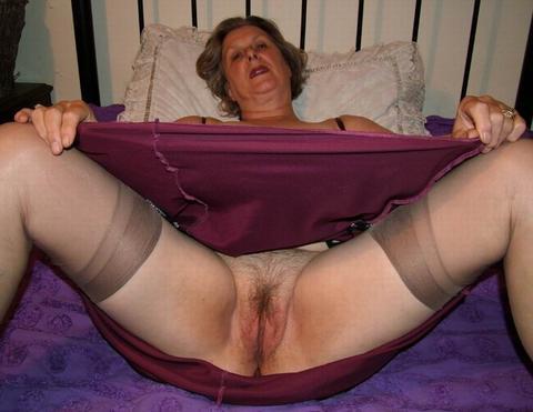 Порно фото бабки сдвинули трусы