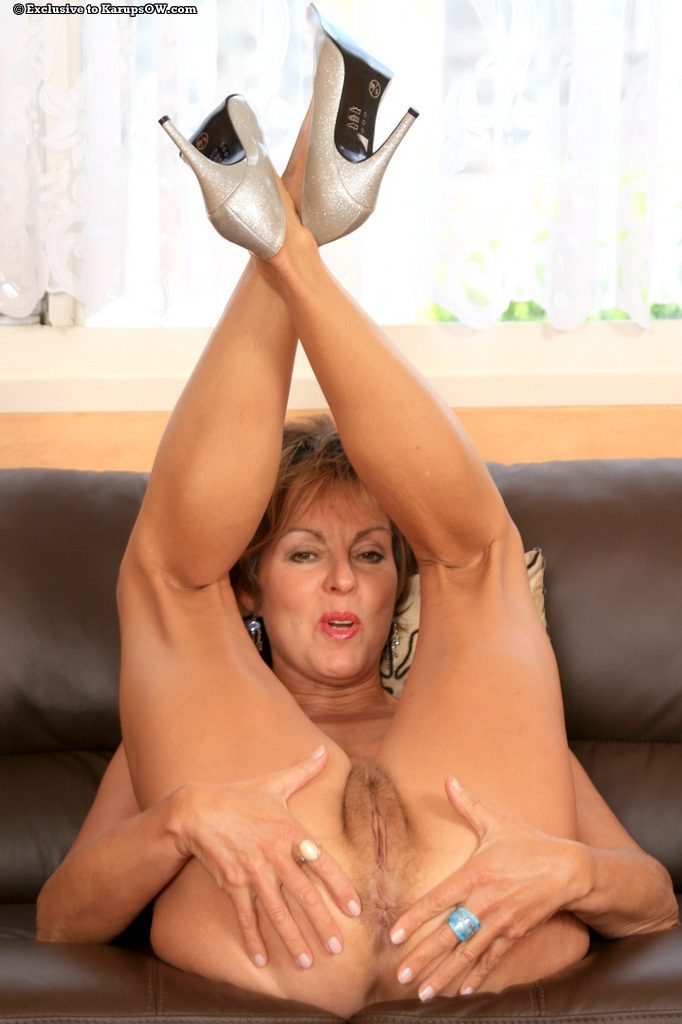 50 plus skinny milf doctor makes 11 inch house call 4