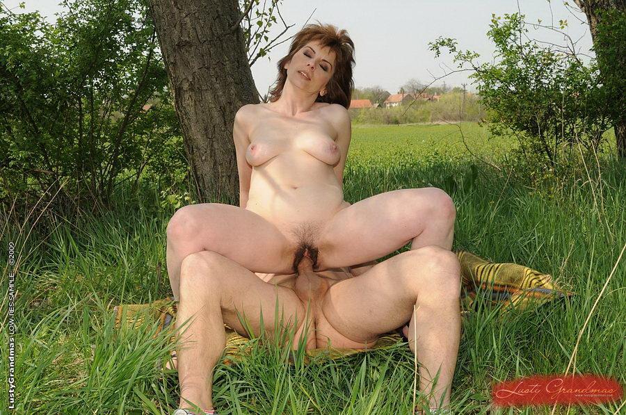 Голые дамы фото онлайн