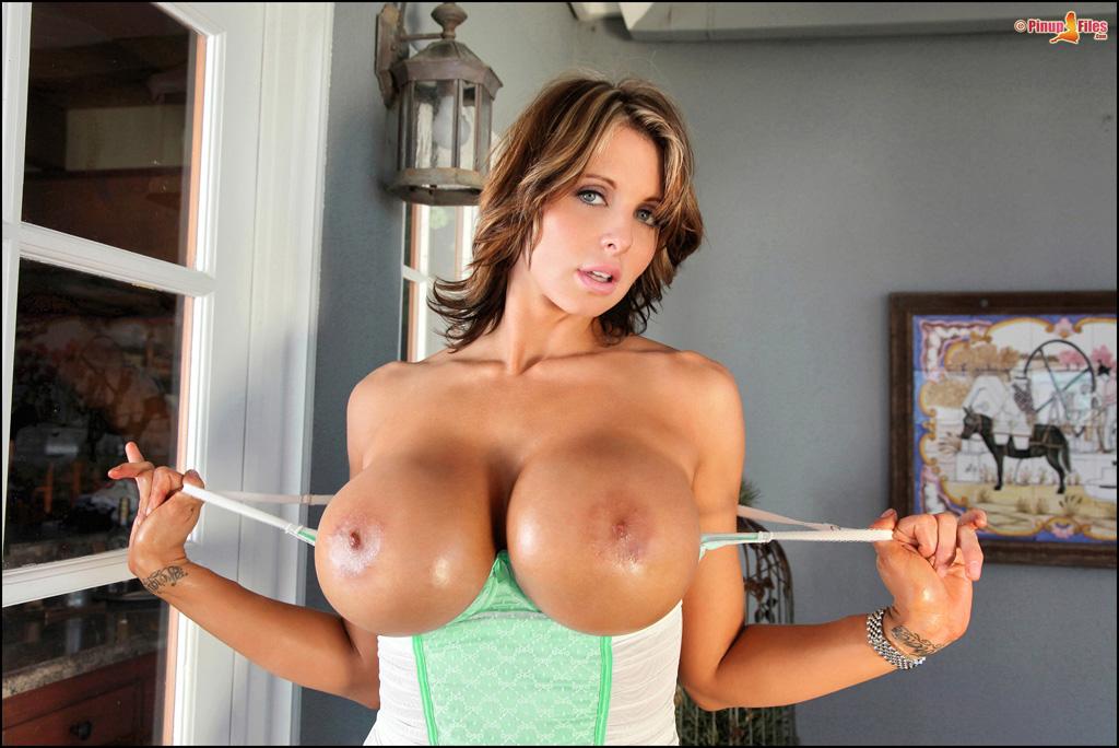 скачать фото голых порномоделей с большими сиськами