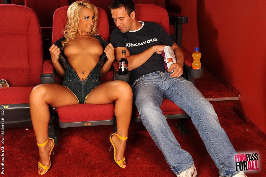 Секс в кинотеатре фото