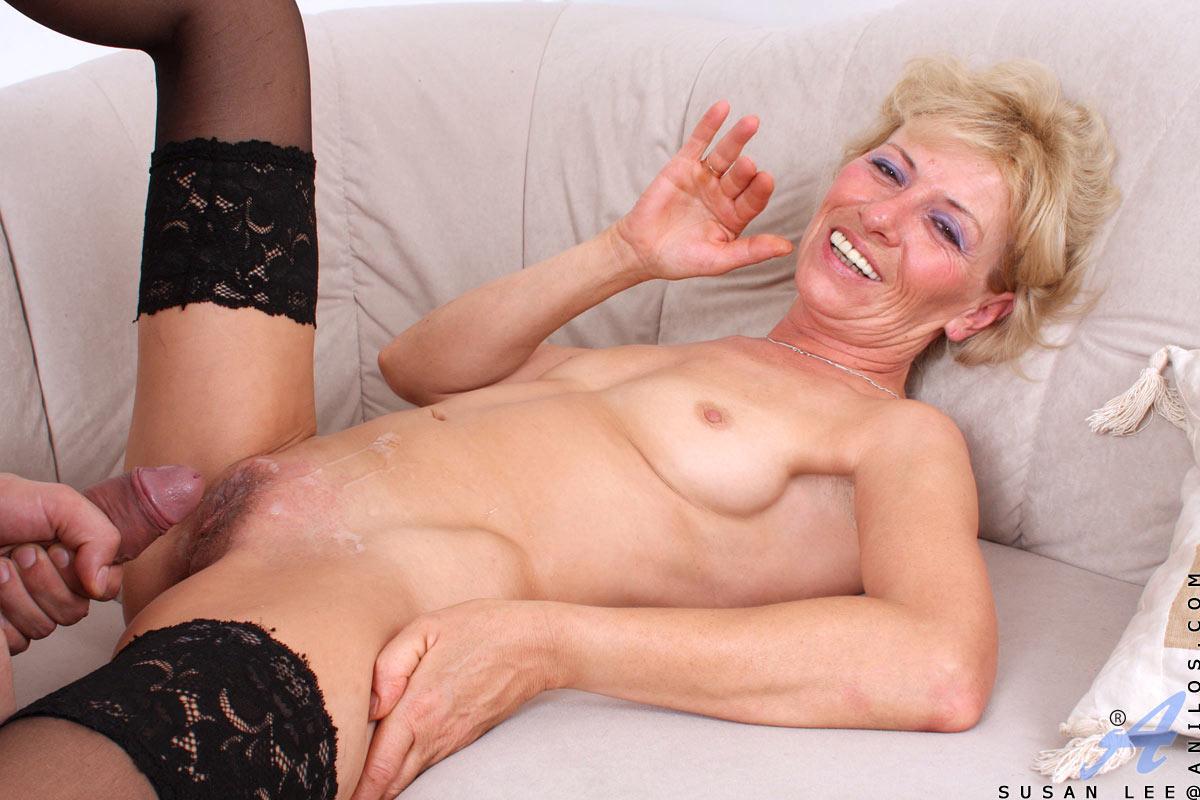 Clit genital piercing
