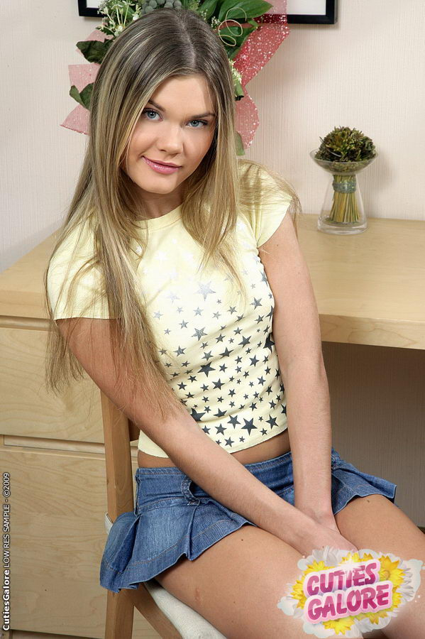 Amateur cutie teen playtoy for 3 old guys 4 scenes
