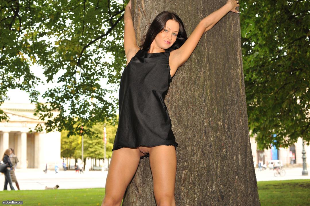 Порно в коротком платье на улице 57996 фотография