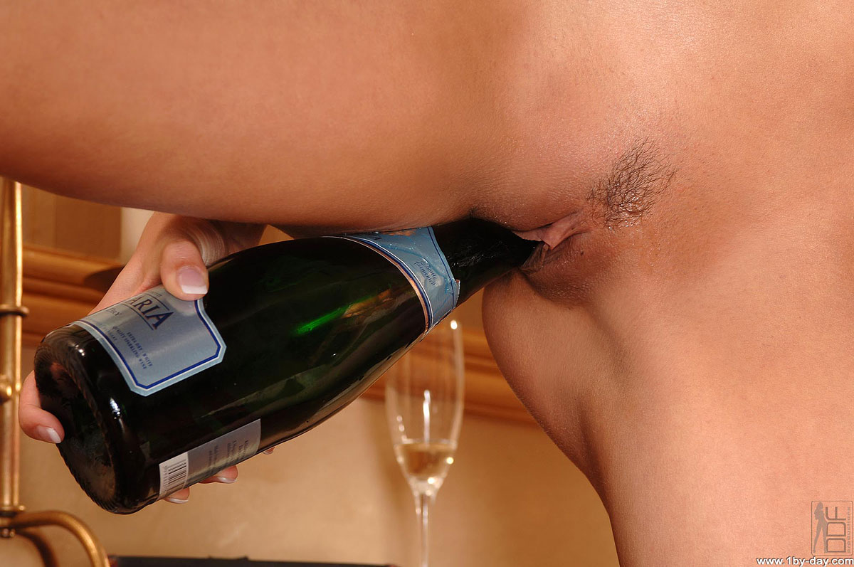Секс с бутылкой шампанского фото — photo 7