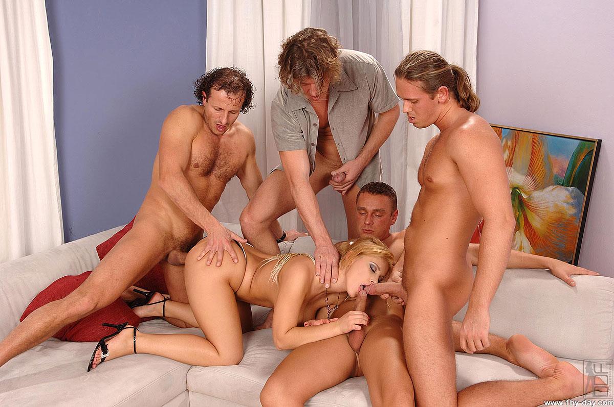 Красивый групповой секс молодежи 15