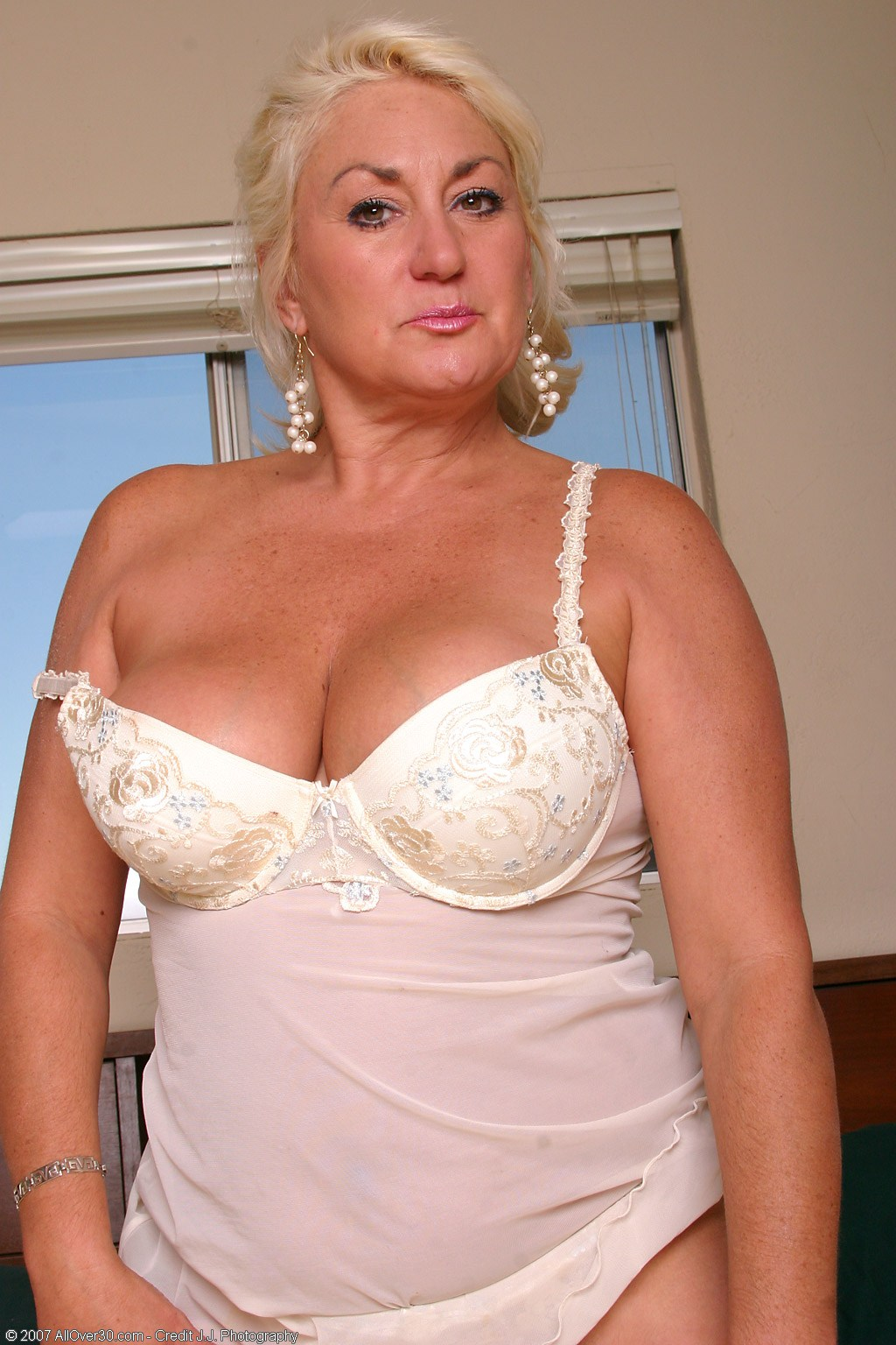 Join dana all over 30 mature