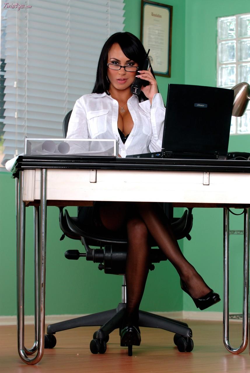 делать, если бизнес вумен эро фото кресла полностью