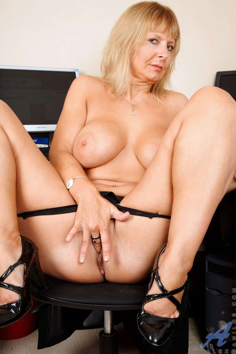 Alex - Office MILF