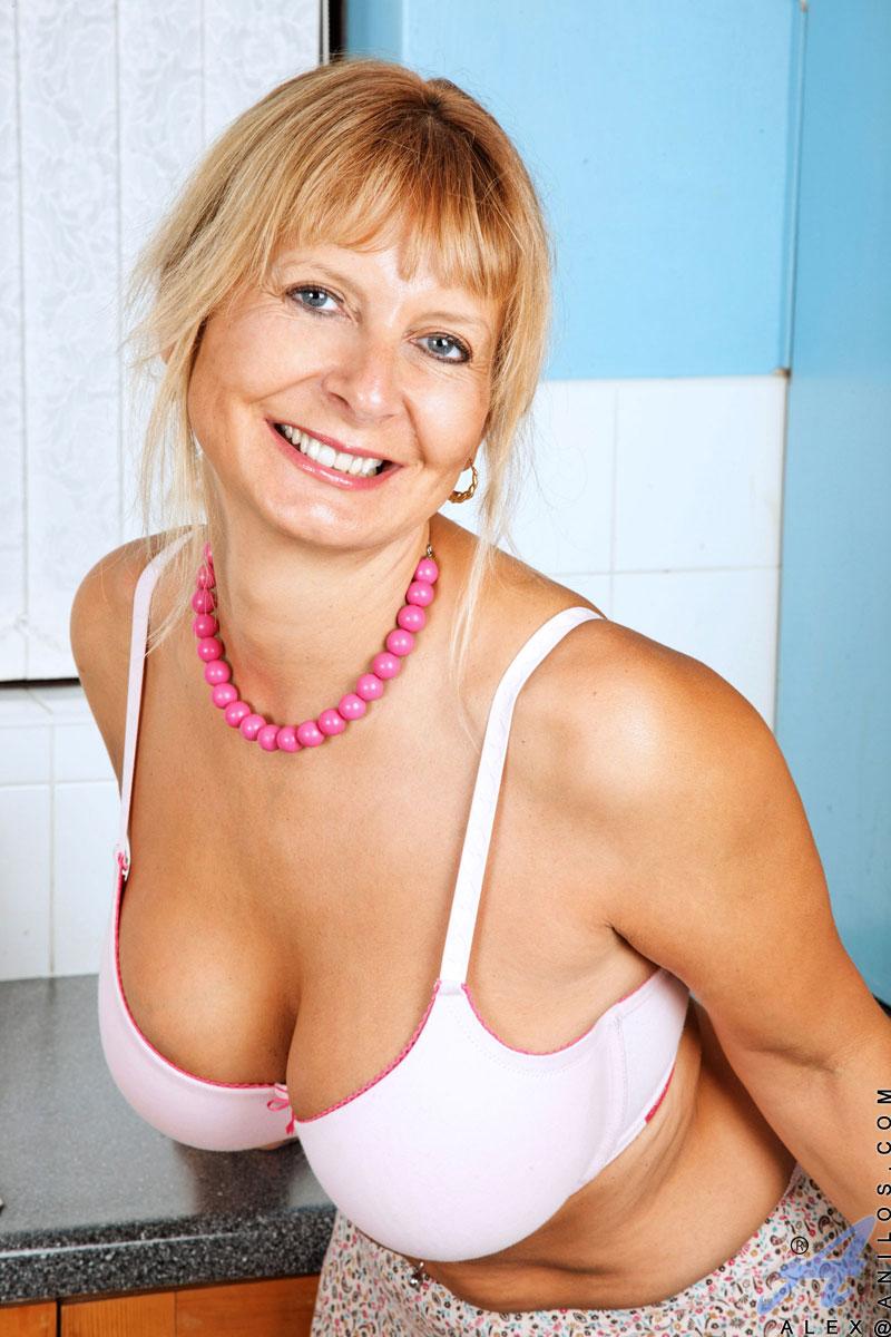 Hot mature women seekcougar