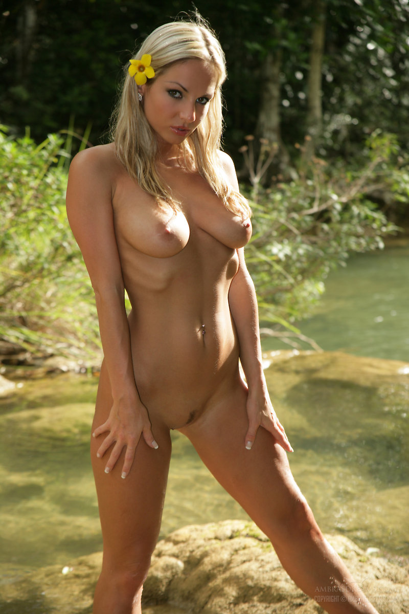 sexy women in the jungle nude