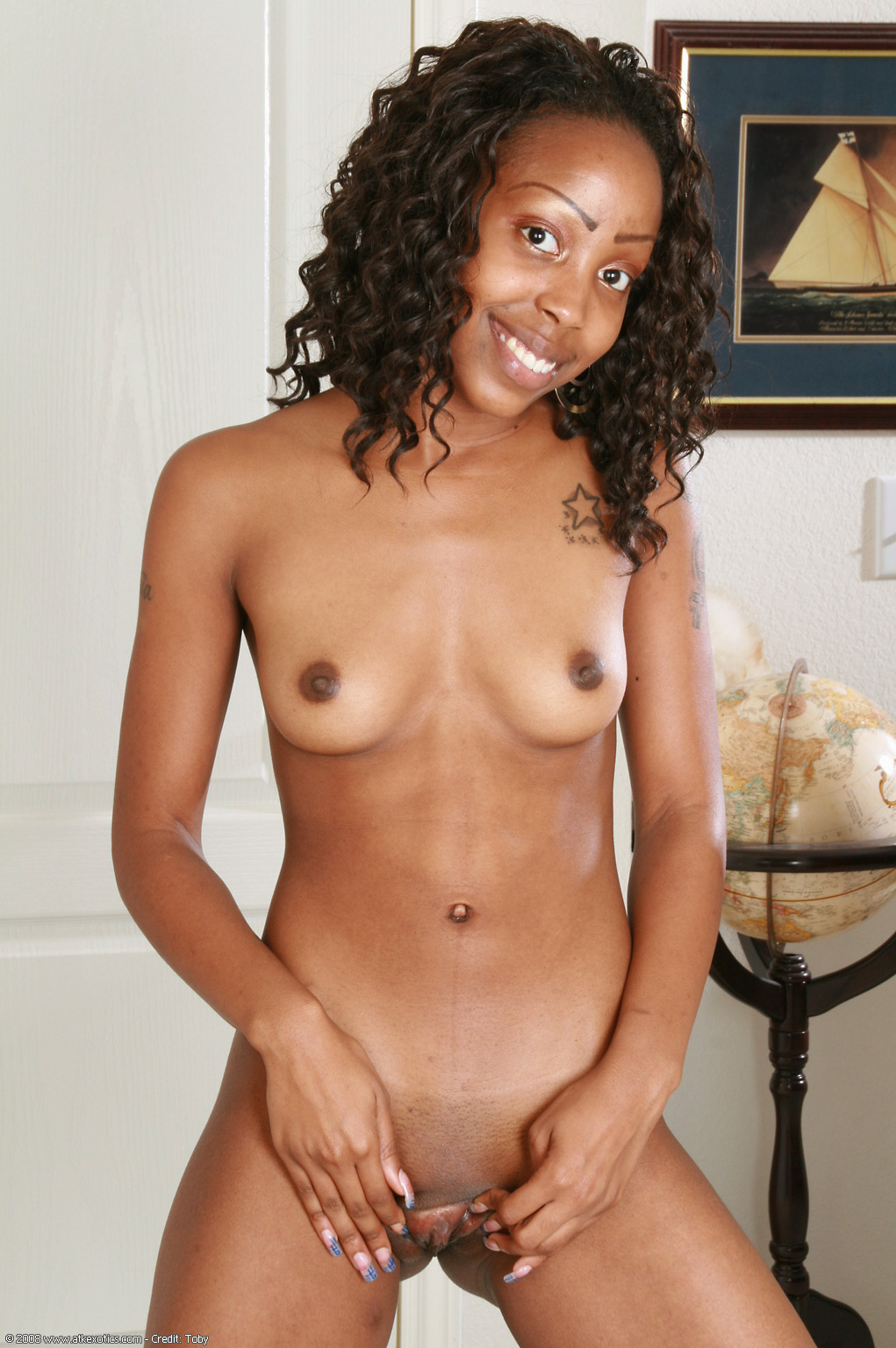 Light skin black hottie nude