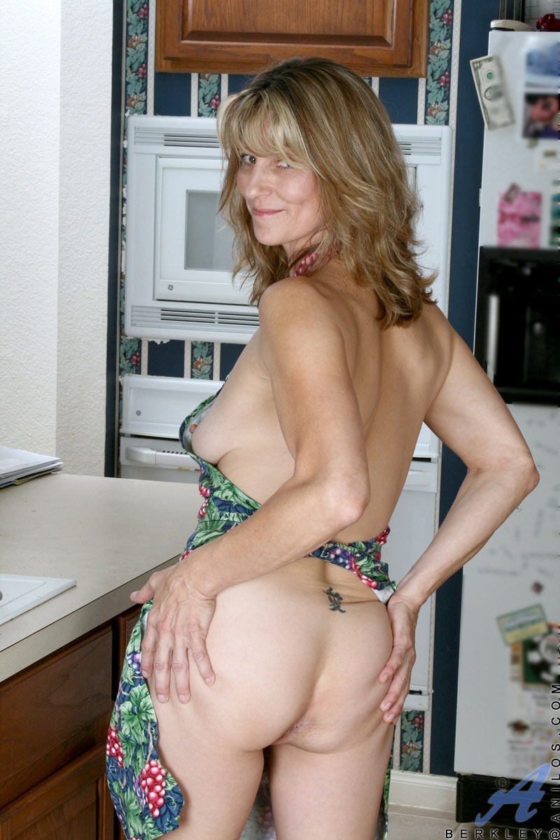 Nude Mature Housewives