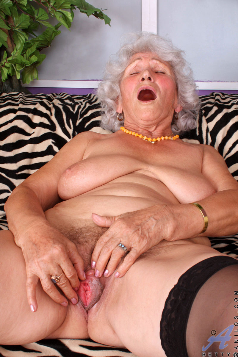 betty - horny grandma gallery - hqseek