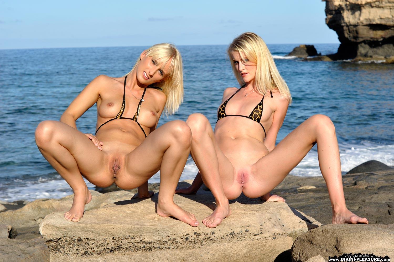 удивительно, секс групповуха в мини бикини такие фотографии