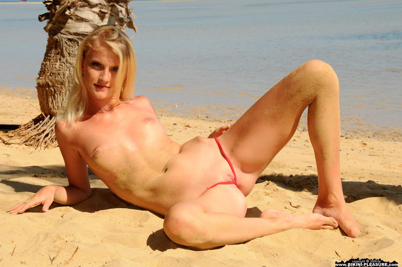 Jolene vugt bikini