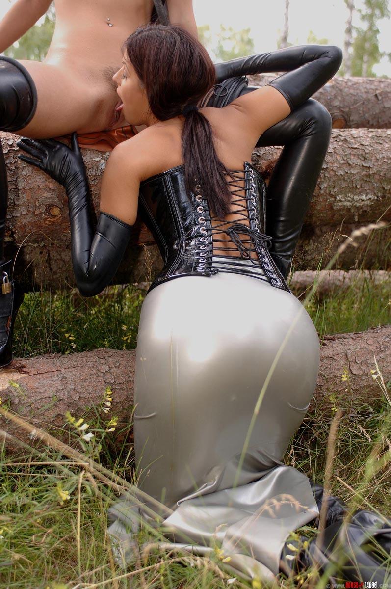 sexy pissing pics