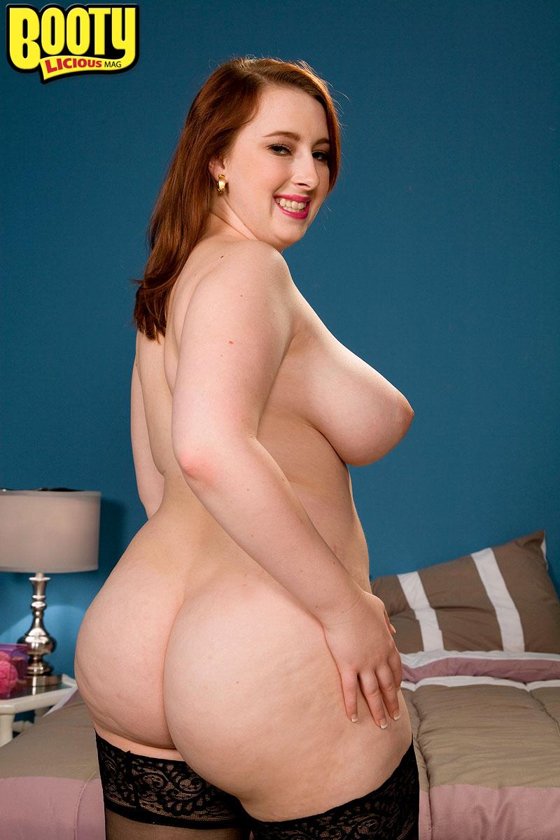 Marketa busty blonde nude