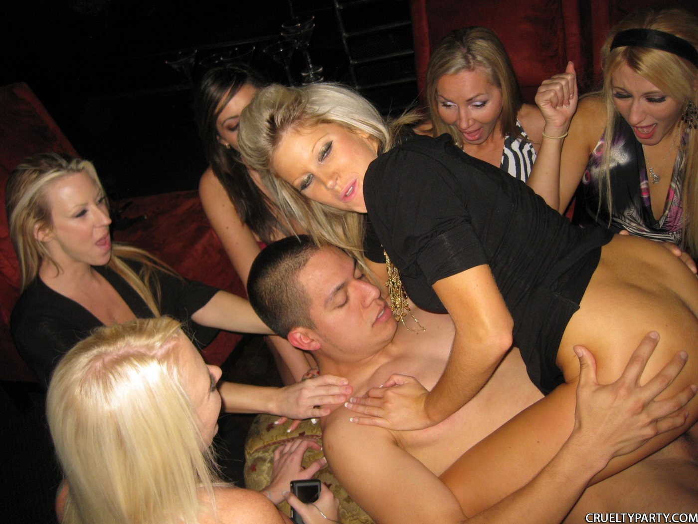 наверное девишник вечеринки фото голыми тевтонский