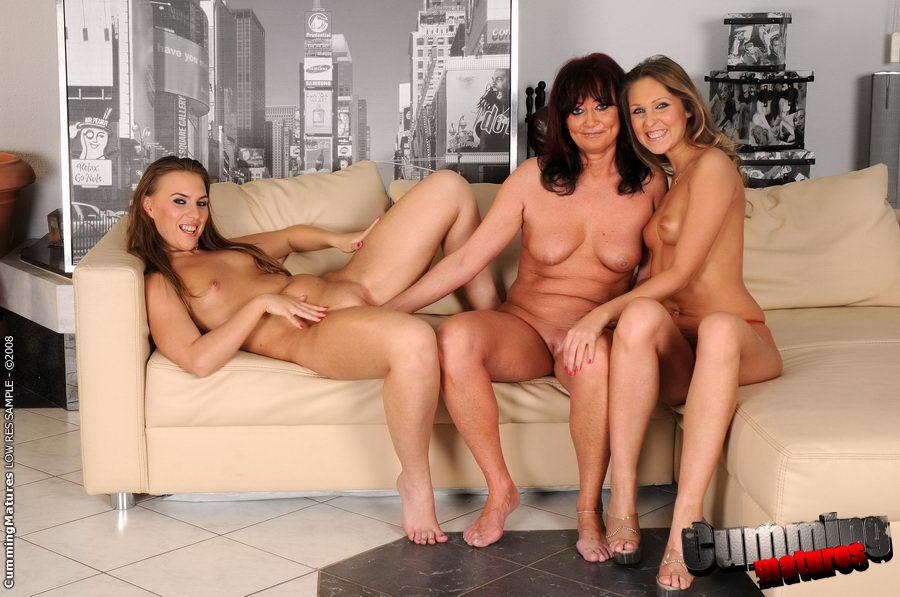 Twin Tails Mature Porn Pics