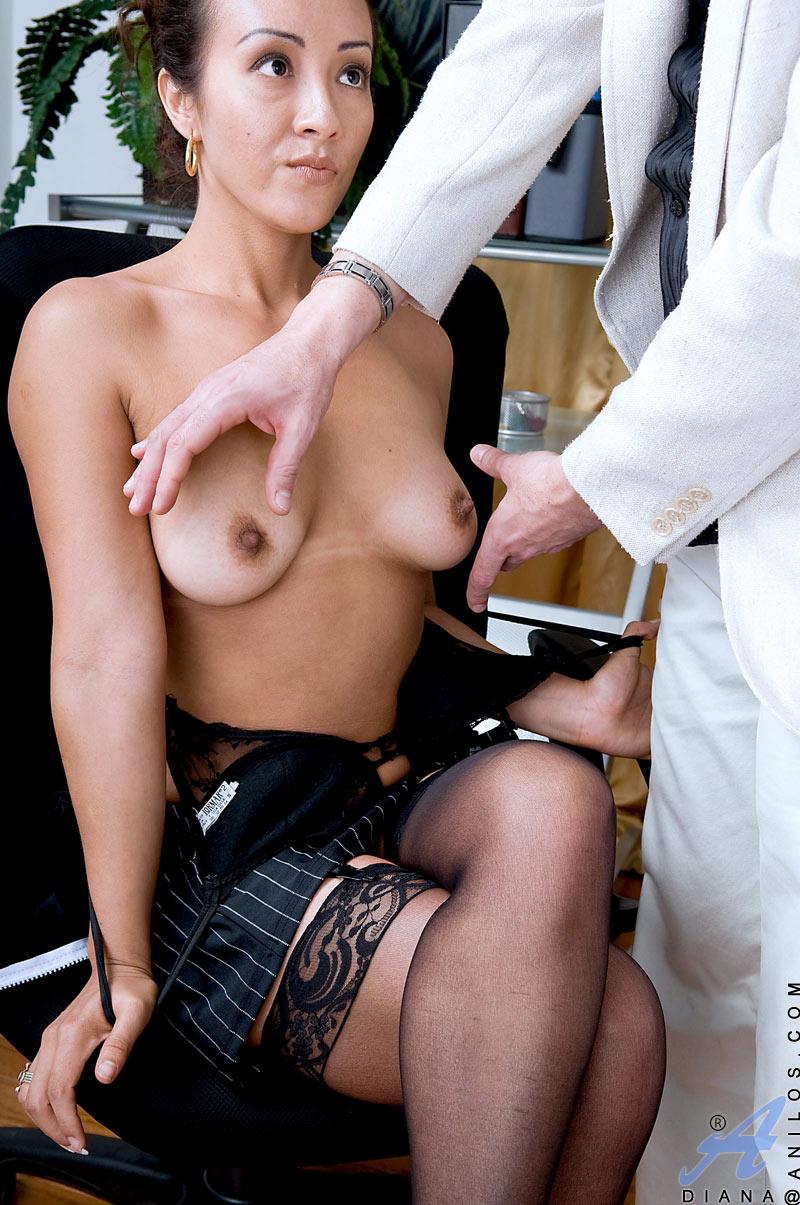 Mature woman seduces-7025