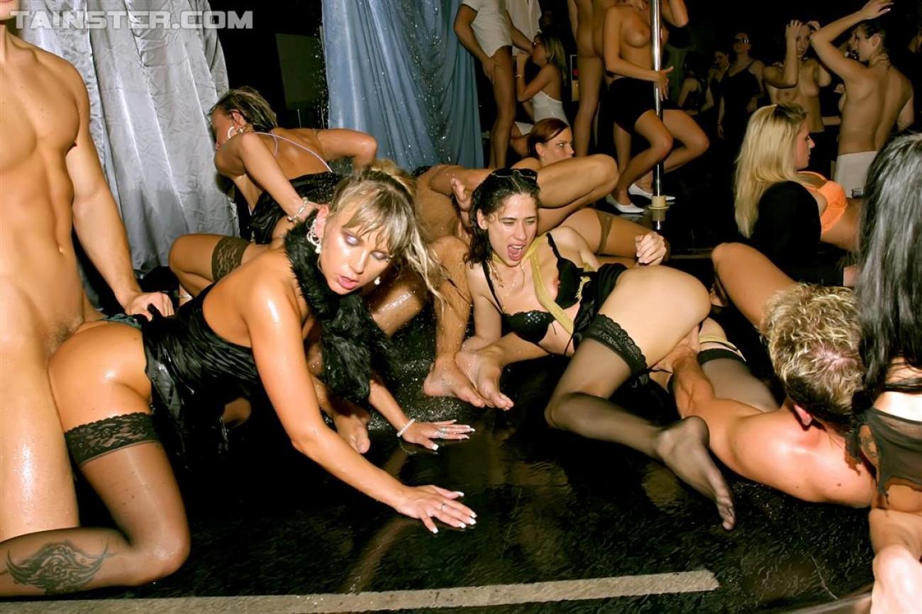 Показ секс белья в закрытых клубах — photo 12