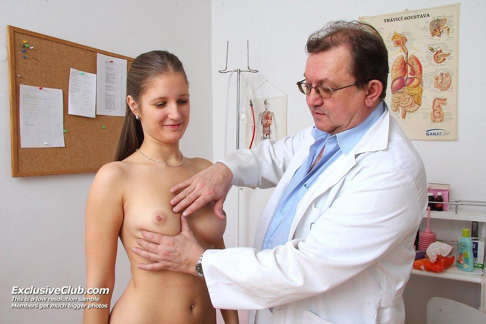 фото врач осмотр сиськи - 1