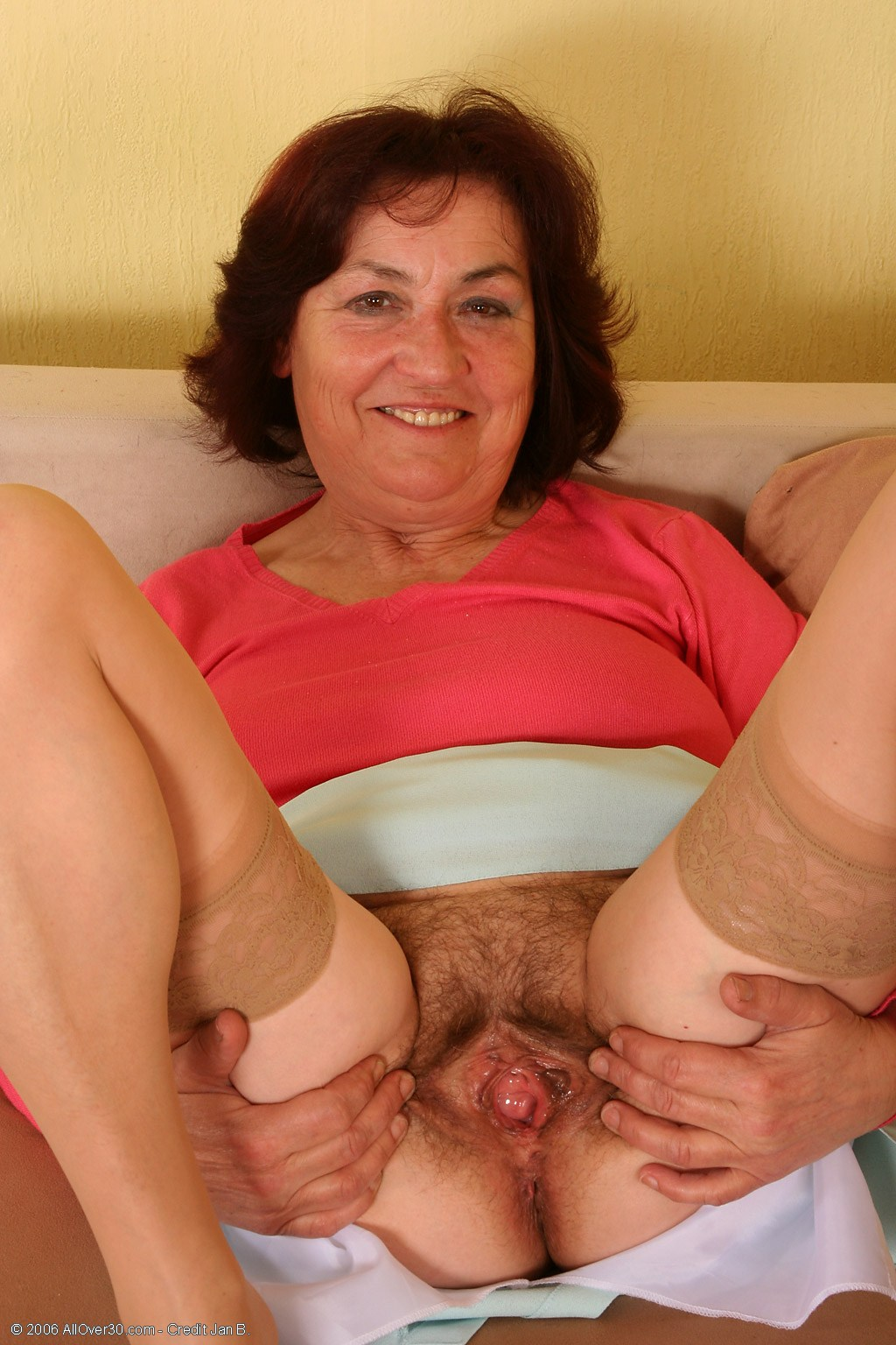 Hd Hairy Mature Spreading