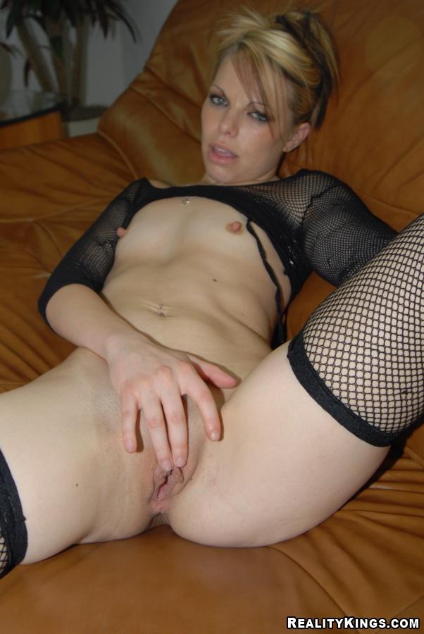sexy nude blonde cougar