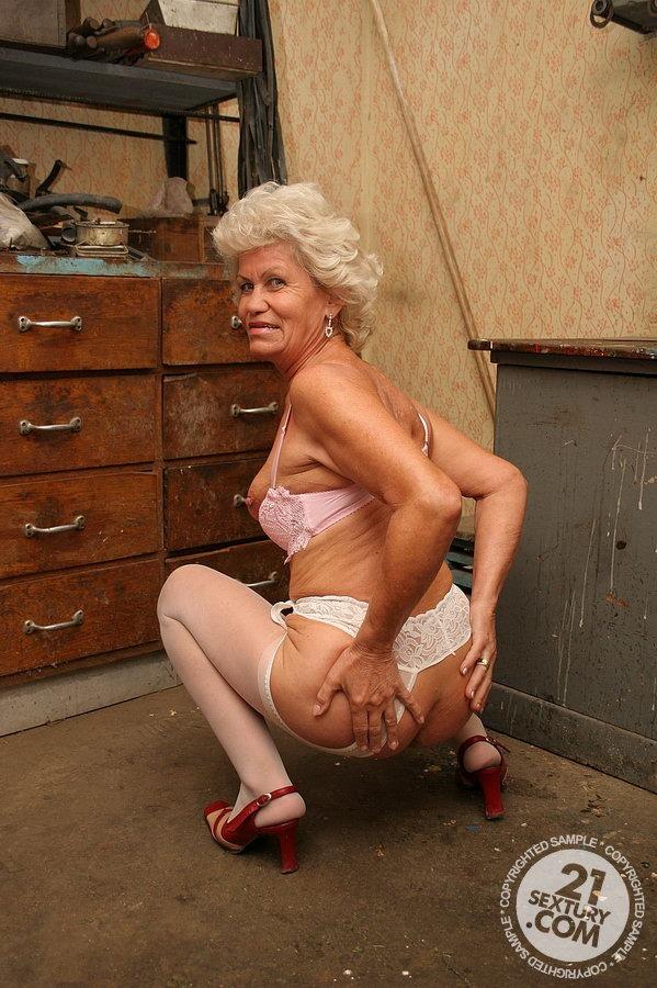 Проститутки пожилые спб мерьем проститутка