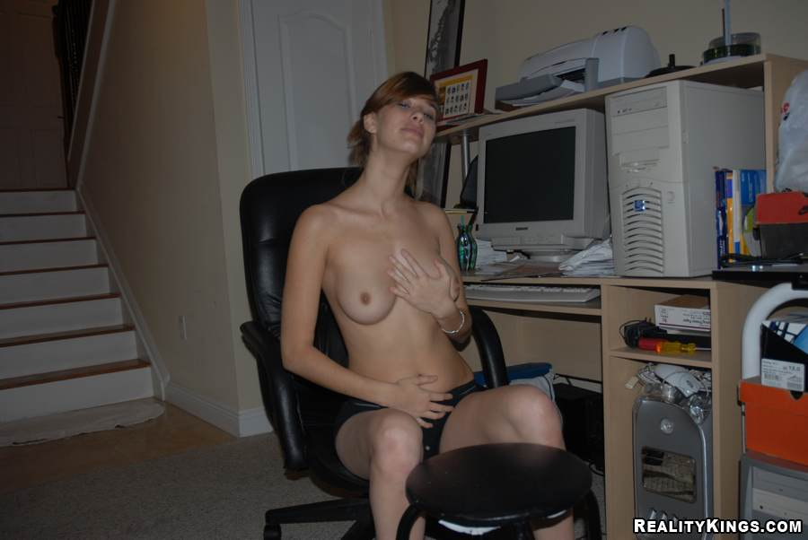 Blonde Tranny In Hot String Bikini Strokes. Latina Porno Tube
