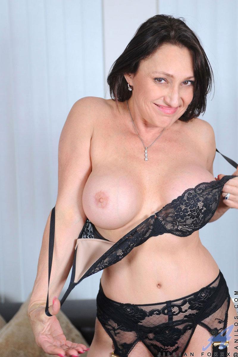 Big mature cougar sexy tit ebony