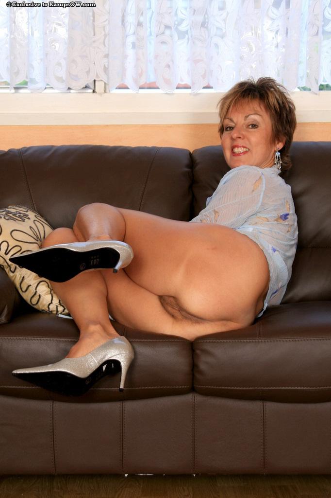 скандальных фотографий пожилая красивая дама снимает трусы тебя, многоуважаемый зритель