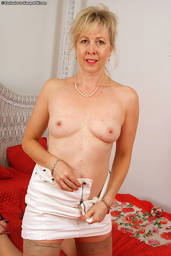 Brunette slim milf cheat wife