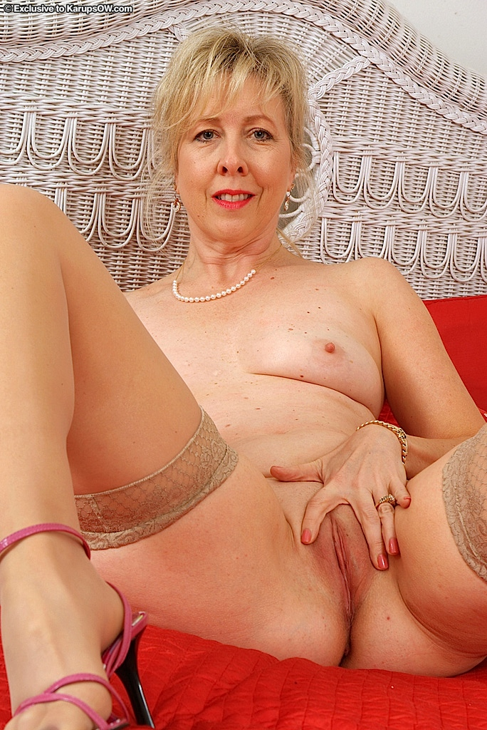 A milf deepthroats huge long dick 9