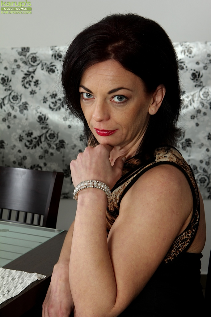 Beauiful exotic mature naked wome