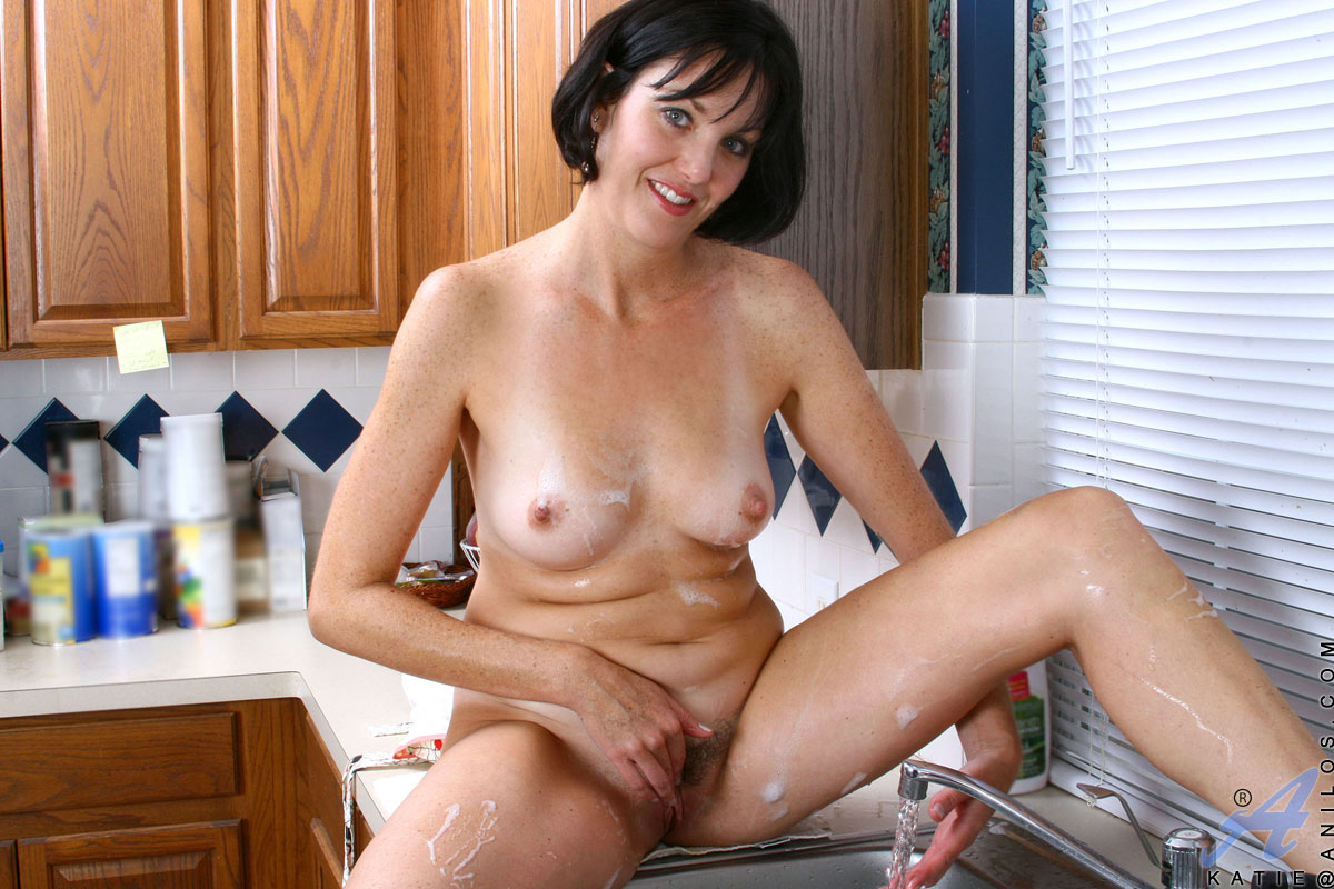 Naked Housewifes Pictures
