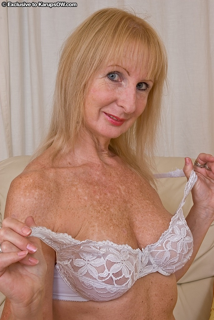 Mature woman footjob-9896