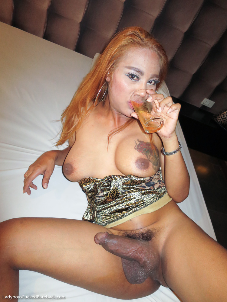 Amateur asian wife takes it all
