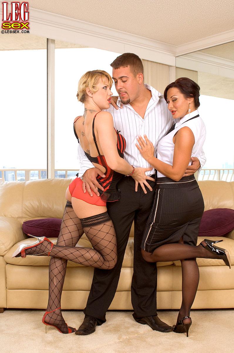 threesome sex gallery
