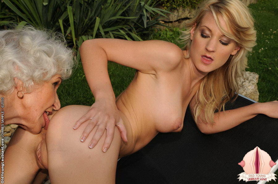Three ebony lesbians squirting