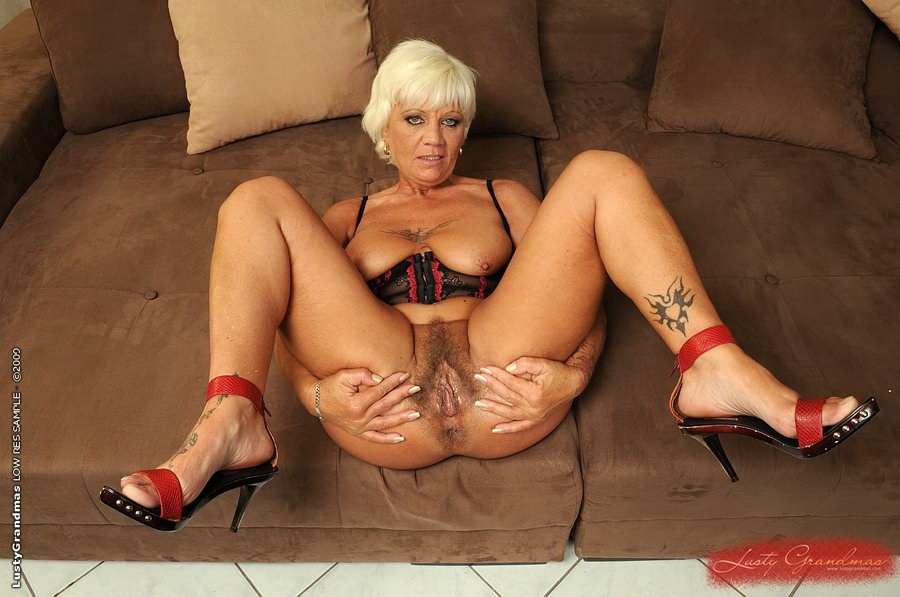 Hot mature grannies nude